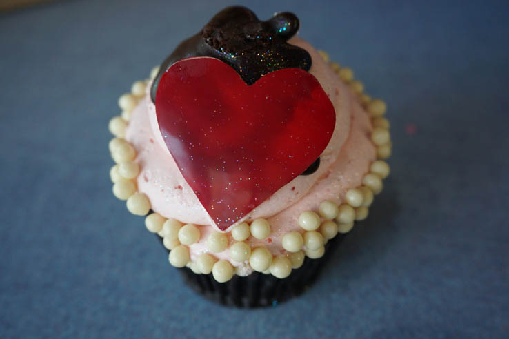 Valentine's Day Cupcake from Fountain View Cafe at EPCOT, Walt Disney World