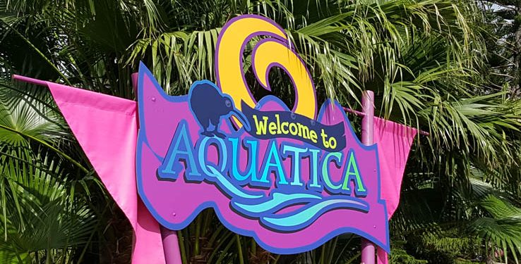 Welcome sign at the entrance to Aquatica Orlando water park.